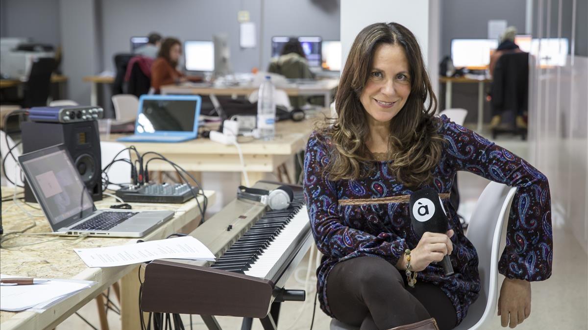 Amàlia Garrigós,exlocutora de Radio 9 y actual presentadora del programa musical'Territori Sonor', de la nueva emisora valenciana ÀPunt Radio.