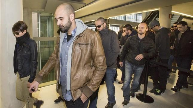Una veintena de mossos de paisano protegieron a sus compañeros imputados en día de su declaración.