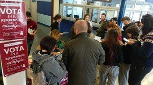 Una de las mesas de votación del referéndum sobre la Monarquía en la Universidad Autónoma de Madrid