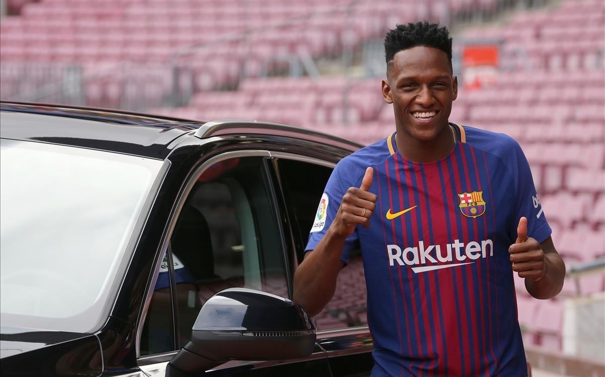 Yerry Mina, en el Camp Nou el día de su presentación.