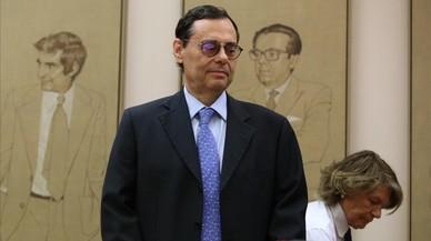 El exgobernador Caruana se lava las manos y culpa a los banqueros de la crisis