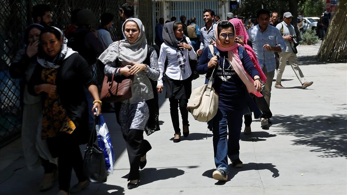 Mujeres afganas durante un ataque en Kabul en julio de 2017