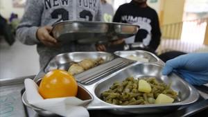 Comedor de un instituto de Santa Coloma para atender las necesidades de los alumnos.
