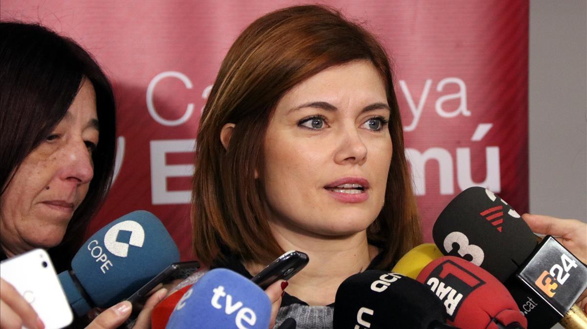 Elisenda Alamany ante los medios de comunicación.