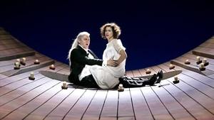 Egils Silins (Demonio) y Asmik Grigorian (Tamara)en una escena de Demon.