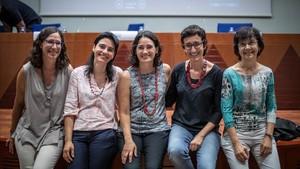 De izquierda a derecha, Teresa Puig, Silvia Valenzuela, Marta Mas, Neus Sabaté y Carme Torras.