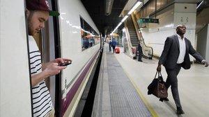 Restablerta per una via la circulació dels AVE Barcelona-Figueres