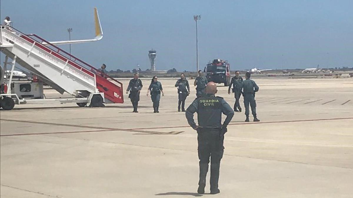 Aterratge d'emergència a l'aeroport del Prat per una falsa amenaça de bomba