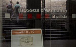 Antigua comisaría situada debajo de las fuentes de la plaza de Catalunya.