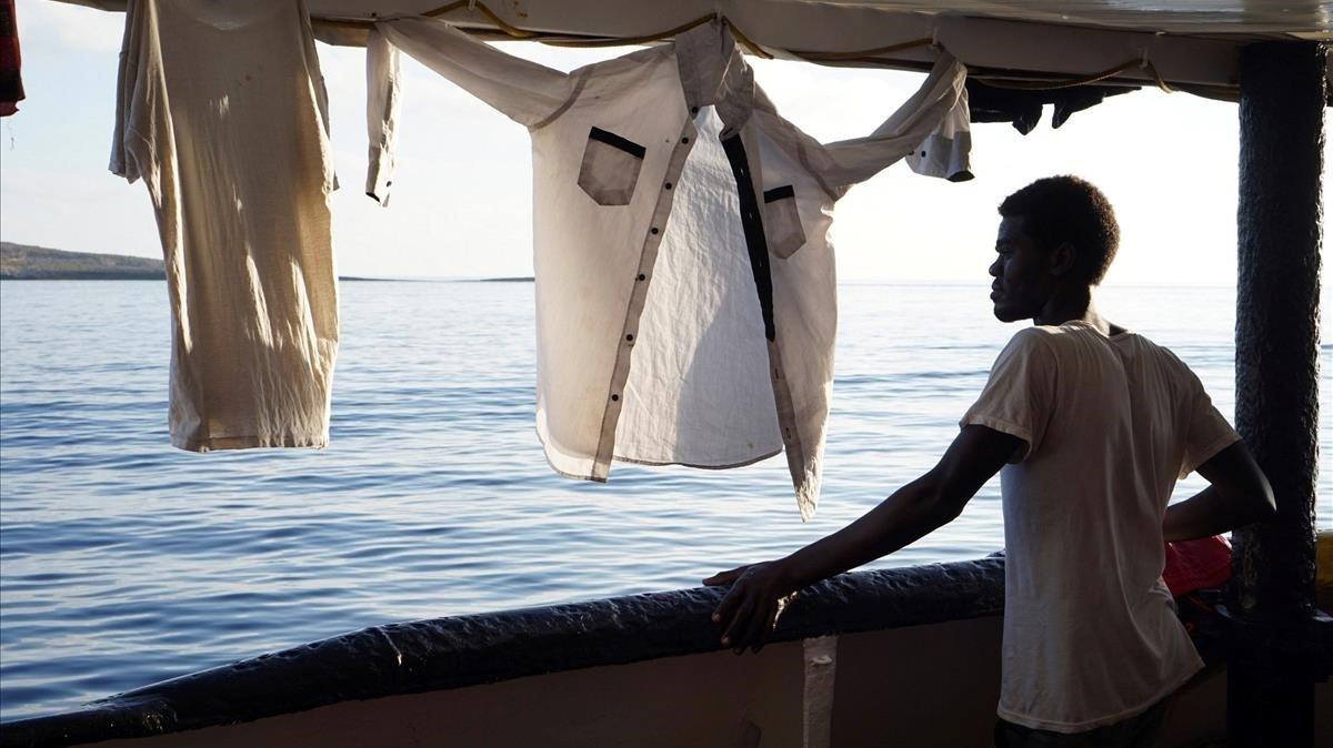 Camps insiste en desembarcar en Lampedusa y acusa de