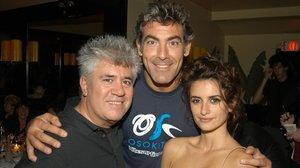 Pedro Almodóvar, junto a su pareja, Fernando Iglesias, y Penélope Cruz, fotografiados en Nueva York en el 2006.