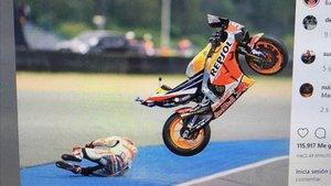 Brutal caiguda de Márquez en l'inici del GP de Tailàndia
