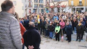 Concentración y minuto de silencio por el parricidio de las dos hermanas este sábado delante del Ayuntamiento de Vilobí d'Onyar.