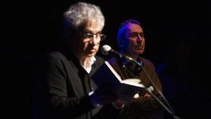 Bernardo Atxaga durante su concierto con JabierMuguruza en el teatro Joventut en Barnasants.