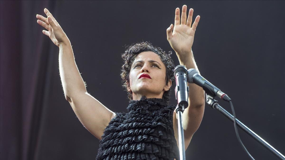 Emel Mathlouthi, durante su actuación en el BAM.// FERRAN SENDRA