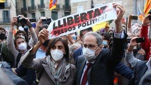 Torra s'acomiada de la Generalitat sense distància de seguretat