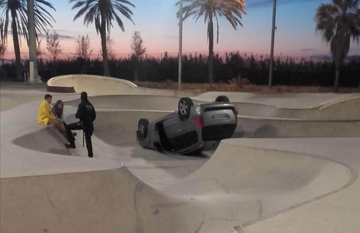 Un coche vuelca en el 39 skate park 39 de la mar bella de for La clave marbella