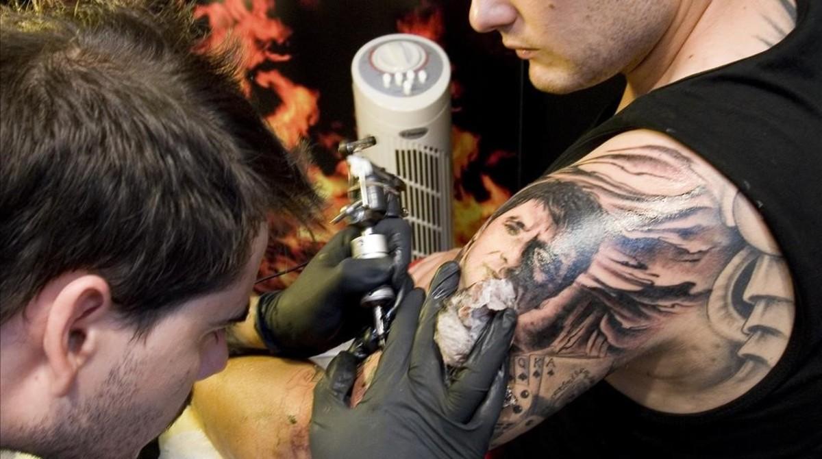 Los Tatuadores Alertan De Las Tintas Usadas En España