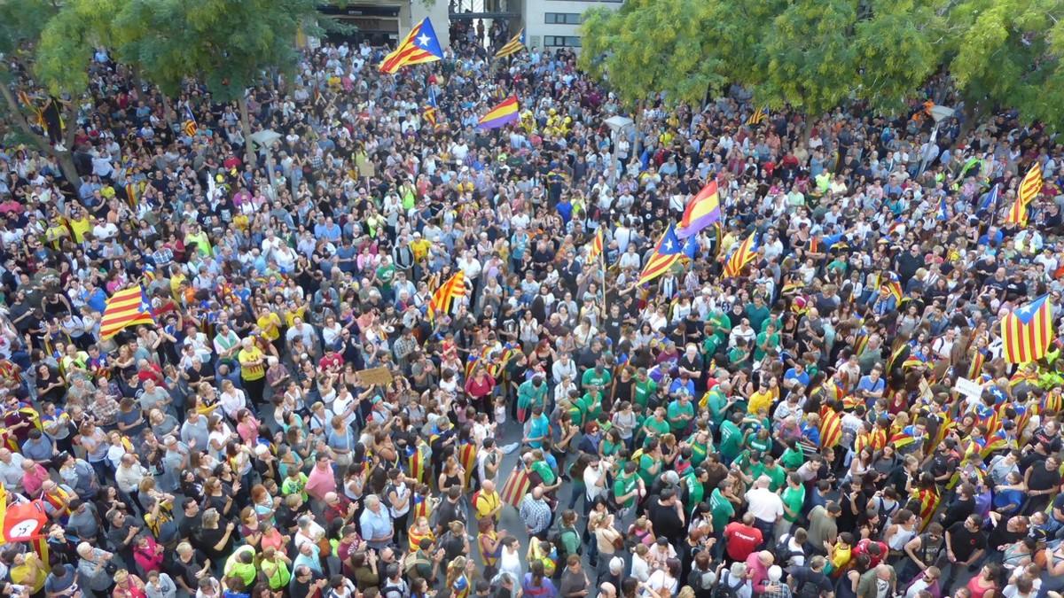 Concentración en la plaza Sant Roc de Sabadell.
