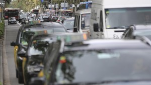 Tráfico intenso en la avenida Diaonal de Barcelona.