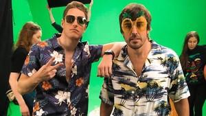 Vandoorne y Alonso con su look playero