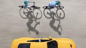 Conductores y ciclistas comparten la carretera