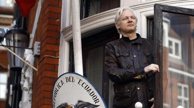 Suècia ordena la detenció d'Assange per violació