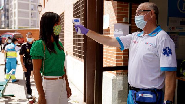 Madrid continua amb els tests massius a les zones amb més contagis