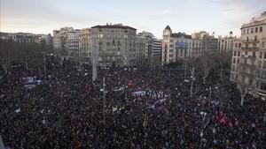 Decenas de miles de personas, en la manifestación feminista de Barcelona del 2017.