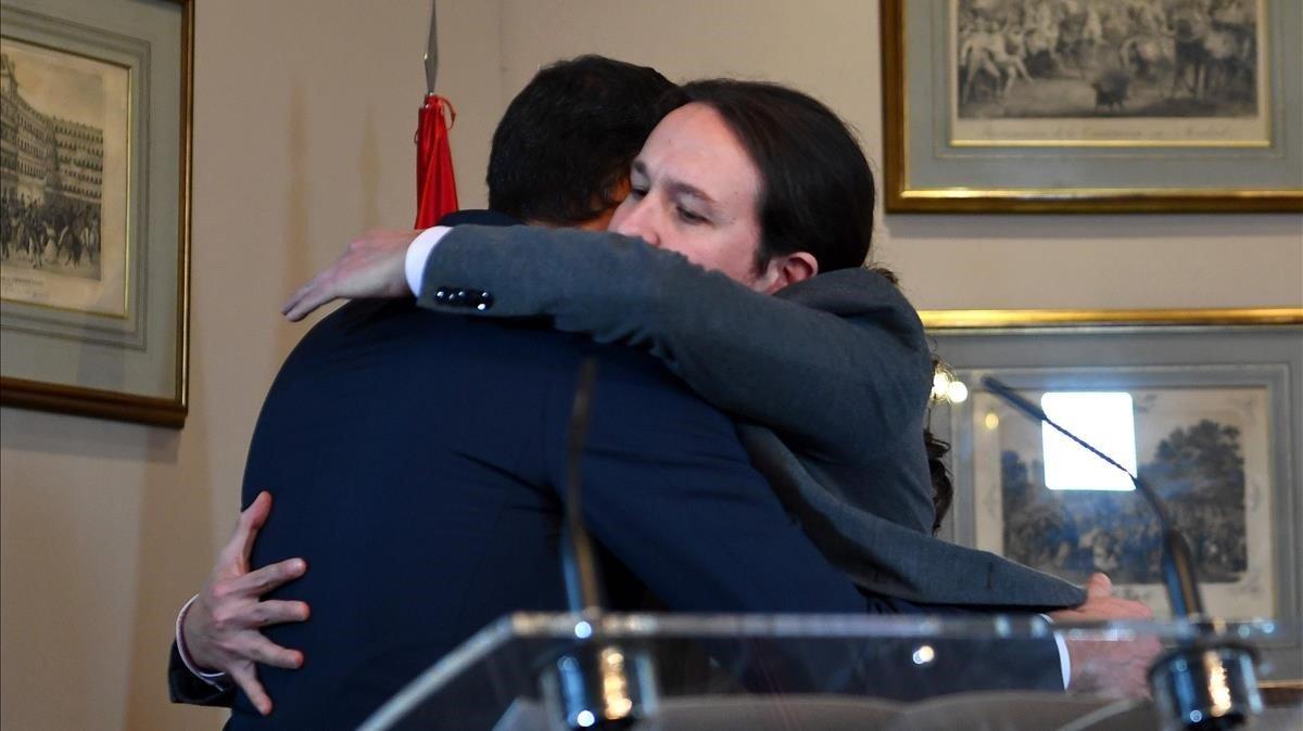 Las consecuencias del abrazo entre Pedro Sánchez y Pablo Iglesias para la Iglesia