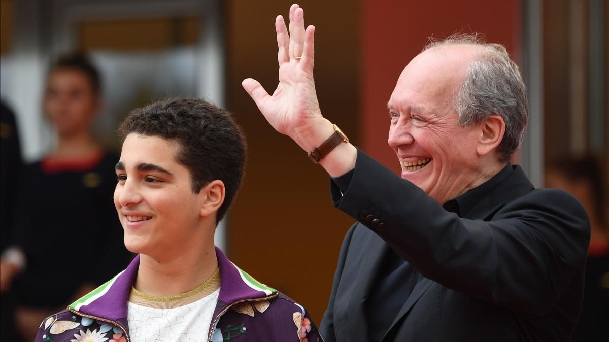El actor Idir Ben Addi y el director Luc Dardenne, tras la presentación de 'El joven Ahmed' en Cannes