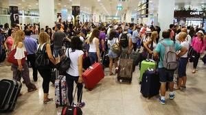 Pasajeros en el aeropuerto de Barcelona-El Prat.