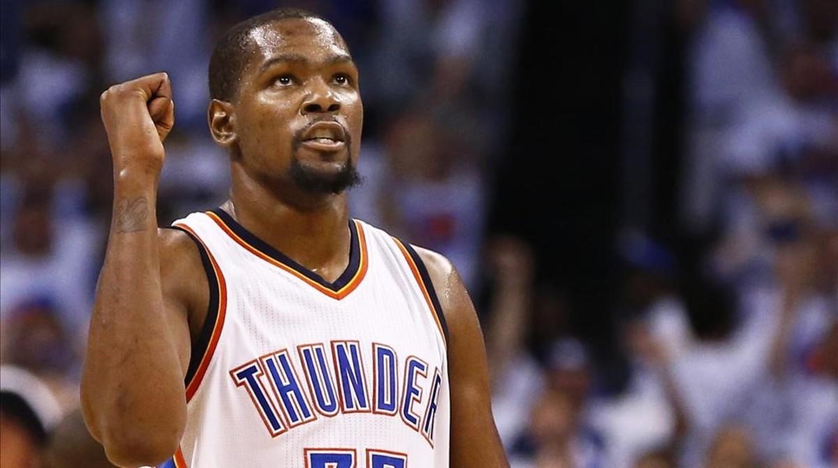 El alero Kevin Durant ficha por los Golden State Warriors