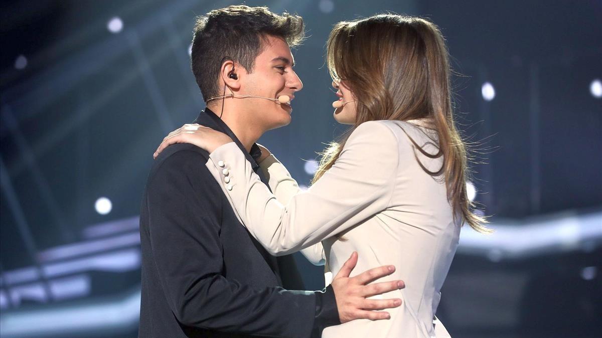 Amaia y Alfred, interpretan a dúoTu canción, en la gala número 12 de OT.