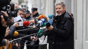 Andreu Van den Eynde, abogado de Oriol Junqueras, hace declaraciones a los medios a las puertas del Tribunal Supremo.
