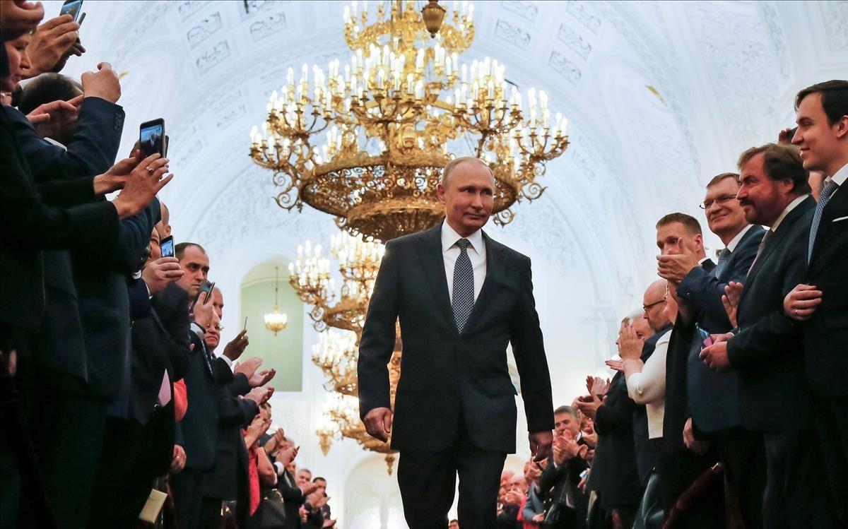 Vladimir Putin, a su llegada a la sesión de investiudra en el Gran Palacio del Kremlin
