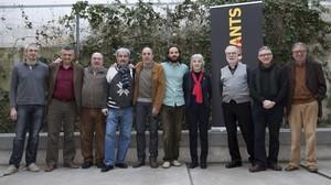 Foto de familia de los participantes en el espectáculo Sota les cunetes, justícia.