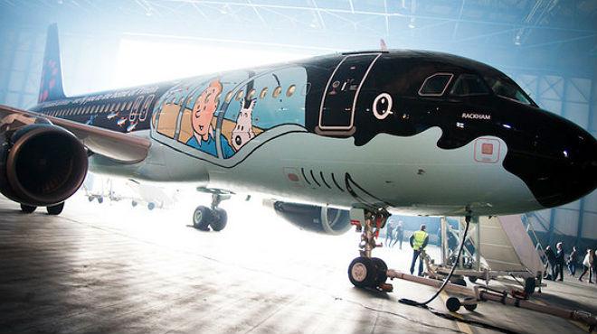 Brussels Airlines transforma un avió en el submarí de Tintín.