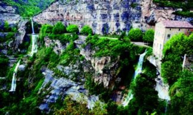 Cascadas de agua en el espacio natural de Sant Miquel del Fai, en Bigues i Riells (Vallès Oriental), el martes pasado.