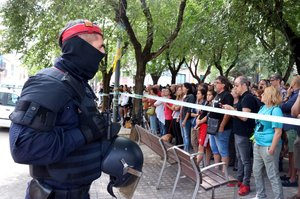 Ciudadanos protestan contra la detención de David Budria en Sabadell.