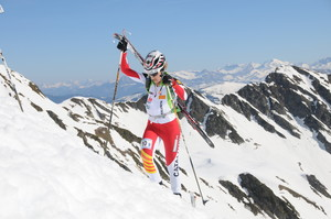 Clàudia Galicia, durante la ascensión en una prueba de esquí de montaña.