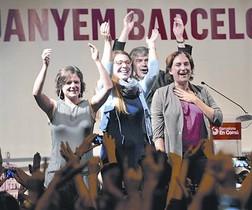 Colau celebra anoche eufórica la victoria en las urnas.