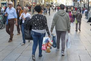 El ahorro de los hogares españoles fue mayor coincidiendo con los recientes periodos de recesión o estancamiento económico del PIB.