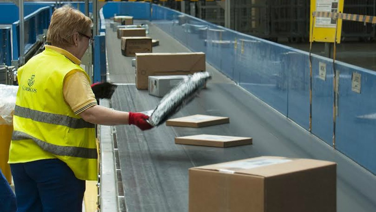 Correos creará 11.200 empleos fijos hasta el 2020