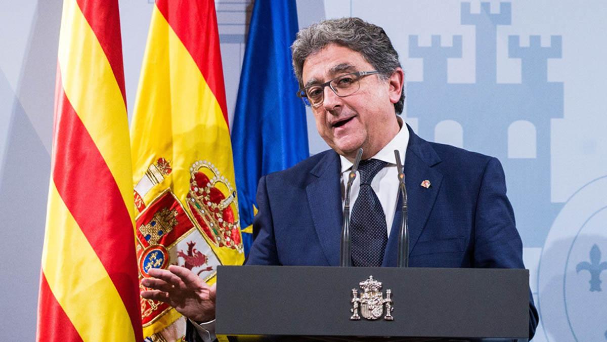 Se cumplen seis meses y constatamos que con el artículo 155 Cataluña funciona mejor, porque el Gobierno se dedica a atender las necesidades de la ciudadanía y los servicios públicos funcionan con total normalidad, se pagan las deudas con normalidad y se garantizan los derechos y libertades de todos, ha aseverado.