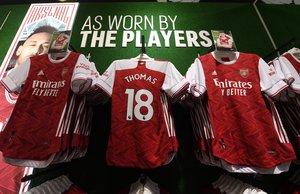 La camiseta de Thomas Partey en las tiendas del Arsenal.