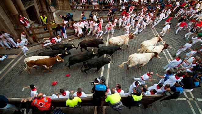 Uns veloços Jandilla protagonitzen un quart 'encierro' de Sant Fermí net