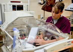 """Perdió a su madre víctima de un cáncer pero dedica un """"día triste"""" para ensalzar a las enfermeras"""