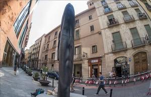 La escultura Carmela de Jaume Plensa, ubicada frente el Palau de la Música.