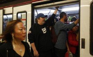 La estación de Lesseps, durante la huelga de metro.